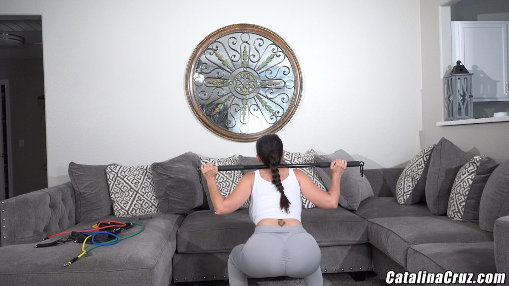 Catalina Cruz squats