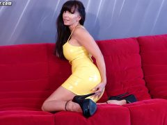 Catalina Cruz sexy yellow latex dress makes her nice and juicy