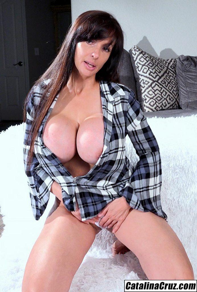 Catalina Cruz cleavage