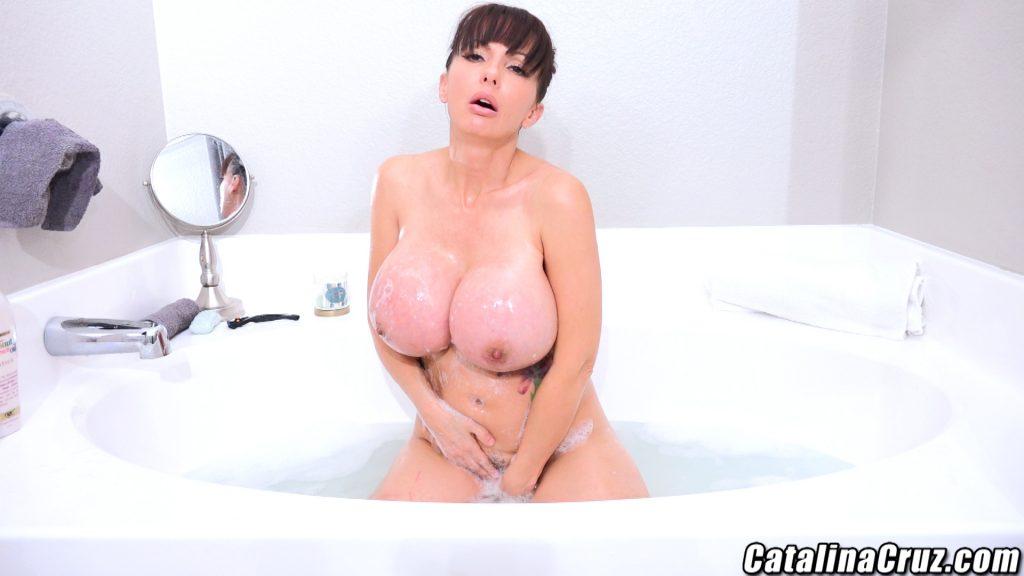 Catalina Cruz masturbating
